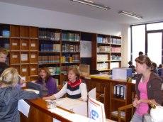 Bibliotheksteam_bei_der_Ausleihe